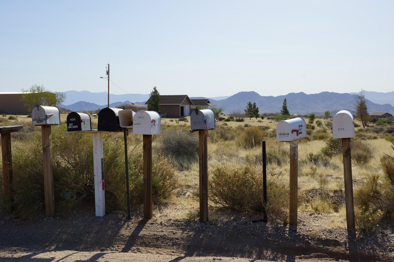 Les groupes de boites aux lettres, à l'entrée de certains hameaux