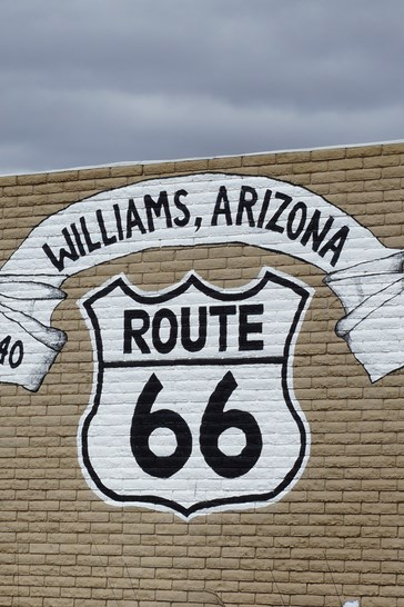 """De partout, l'historique"""" U.S. Route 66"""" est mise en avant..."""
