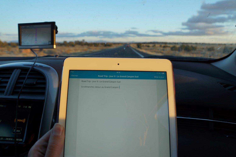 La même scène chaque soir : Le GPS indique tout droit, le soleil se couche et l'article du jour est en cours...