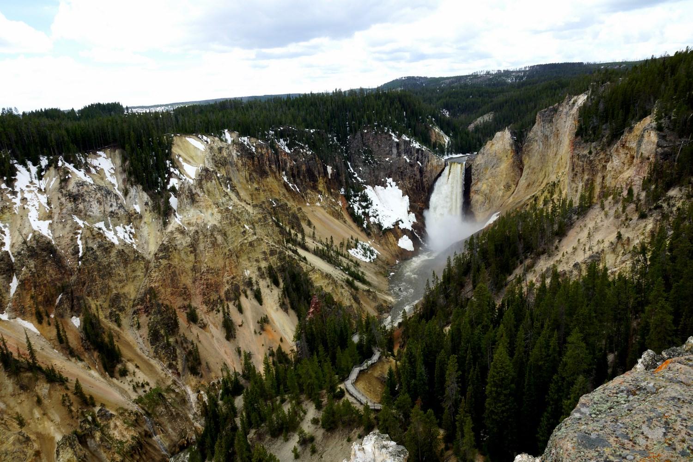 Lower Falls, une chute de 94 mètres de la rivière Yellowstone dans le Grand Canyon